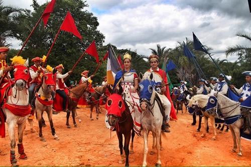 Cavalgada-a-Pedra-do-Reino-PNC-Sertao-Central-2015-Costa-Neto-02-607x404