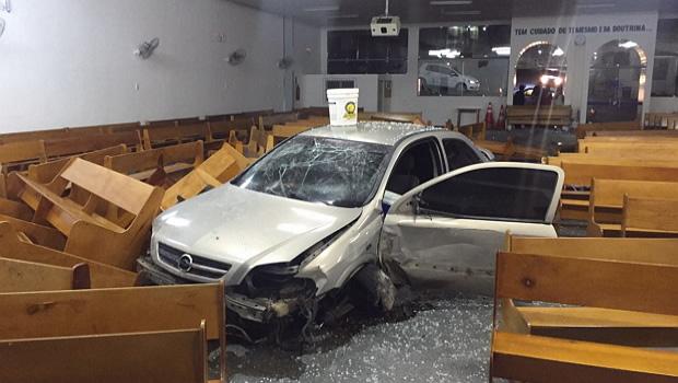 Carro-invade-Igreja-no-centro-de-Garanhuns