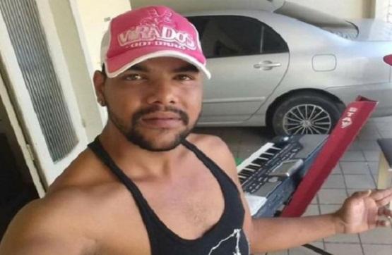 Resultado de imagem para cantor Robson Batista de Lima, conhecido como Robson Vaqueiro,